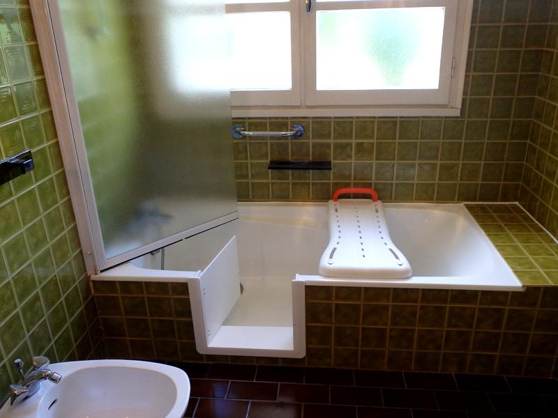 baignoire porte avec portillon anti claboussures so bain. Black Bedroom Furniture Sets. Home Design Ideas