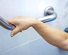 Ouverture de baignoire pour séniors