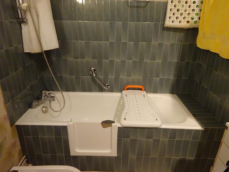 Transformer sa baignoire en baignoire à porte