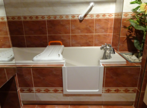 Solution 2 : baignoire à porte