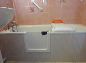 Solution 3 : porte étanche sur baignoire